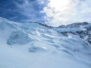 Looking up at Makalu peak